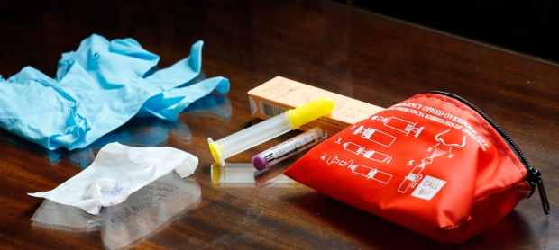 The contents of an emergency opioid overdose kit is seen at the statehouse Tuesday Sept. 29, 2015 in Concord, N.H.(AP/Jim Cole)