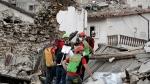 Rescuers search through debris following an earthquake in Pescara Del Tronto, Italy, Wednesday, Aug. 24, 2016. (AP / Andrew Medichini)