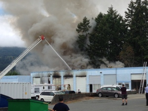 Large plumes of smoke could be seen billowing out of the building on Highway 1 at Sprott Road just after 1 p.m. Wednesday. August 31, 2016 (CTV Vancouver Island)