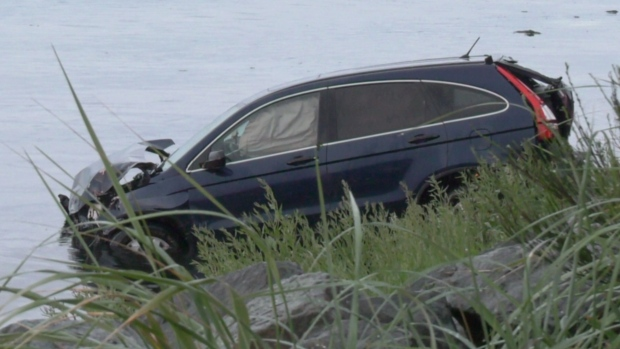 Witnesses spring to action after car plunges into Oyster Bay